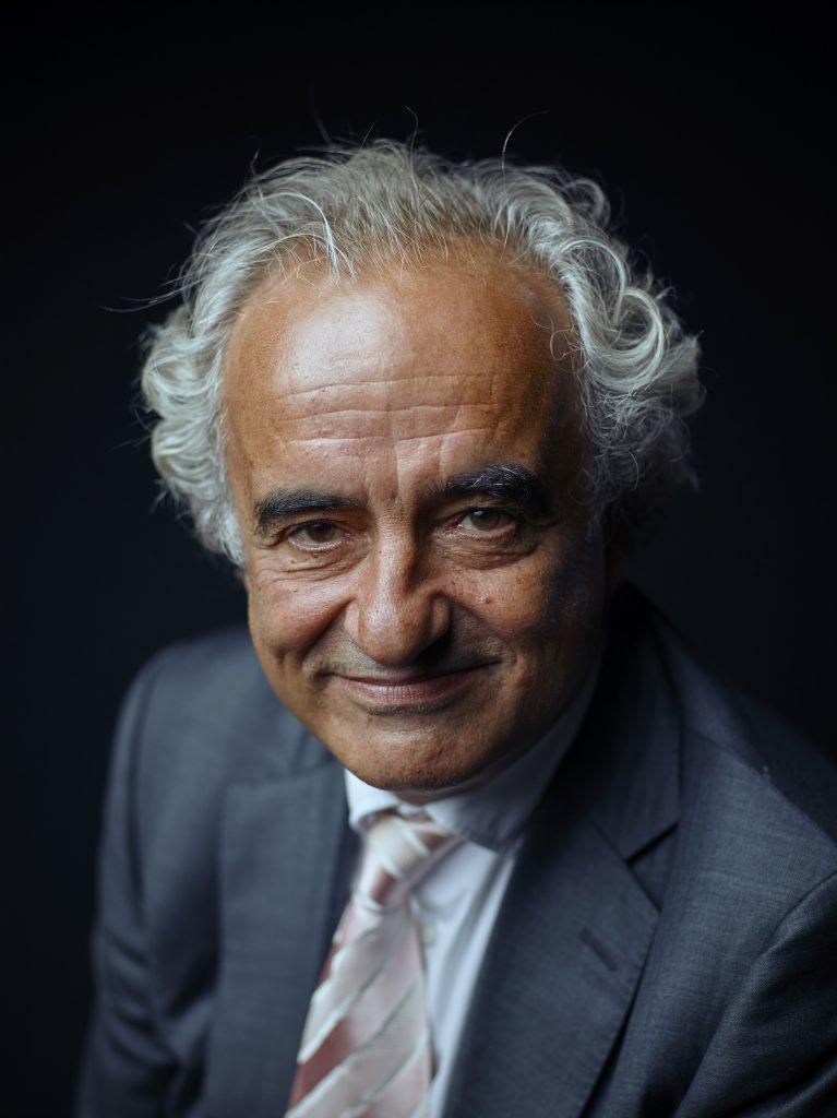 Peter Wakkie van Spinath+Wakkie wordt ook wel de meest invloedrijkste advocaat van Nederland genoemd. Hij bezet positie 109 op de lijst van 200 invloedrijkste Nederlanders. Wakkie staat nog altijd als advocaat ingeschreven, ook al positioneert hij zich nu vooral als interim crisismanager bij bedrijven.